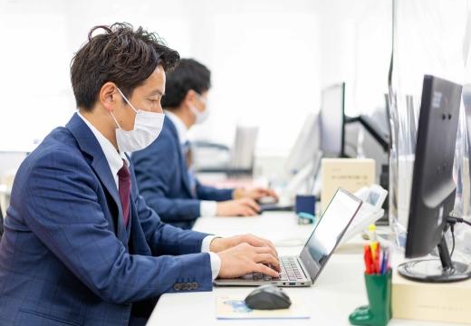 全スタッフのマスク着用